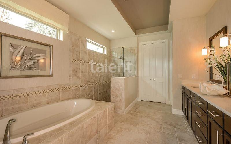 Enclave at VillageWalke - Novo condomínio em Orlando banheiro