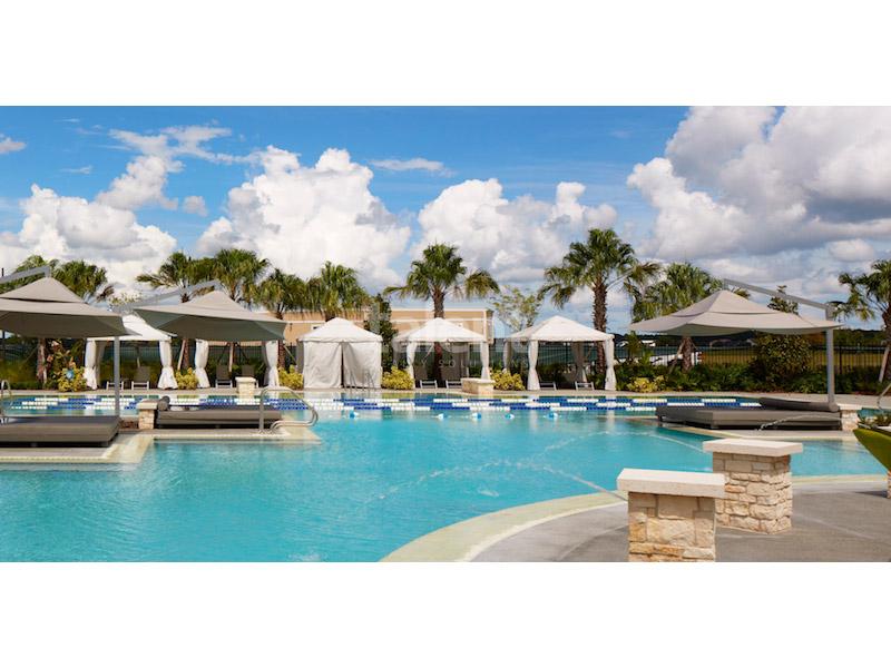 Laureate Park Lofts - Casas em Orlando com ótima localização Piscina Condomínio