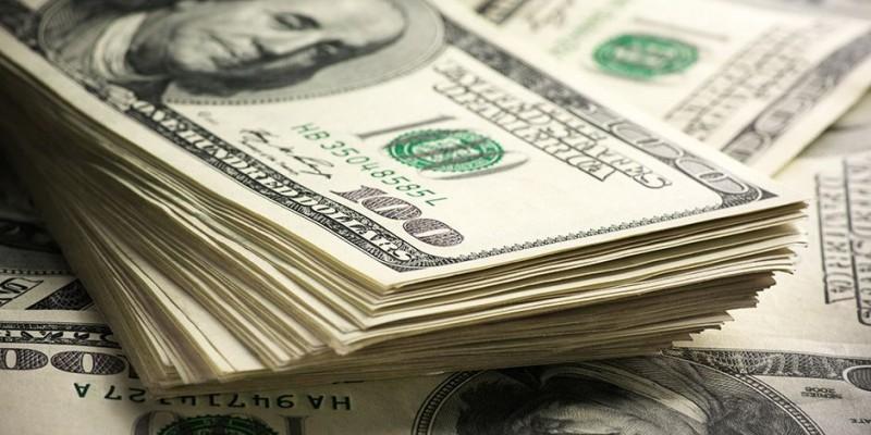 Dólar comercial tem queda de 1,96% diante da crise política brasileira