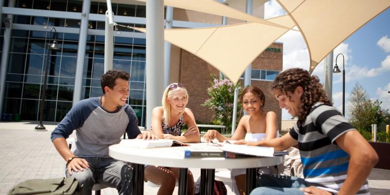 Conheça as vantagens de estudar inglês em Orlando