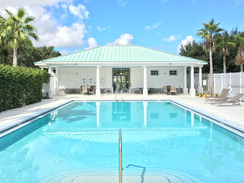 Bridgewater - Comprar casa em Orlando em frente ao lago Piscina condomínio