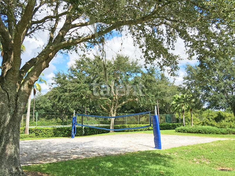 Bridgewater - Comprar casa em Orlando em frente ao lago Quadra de vôlei de áreia