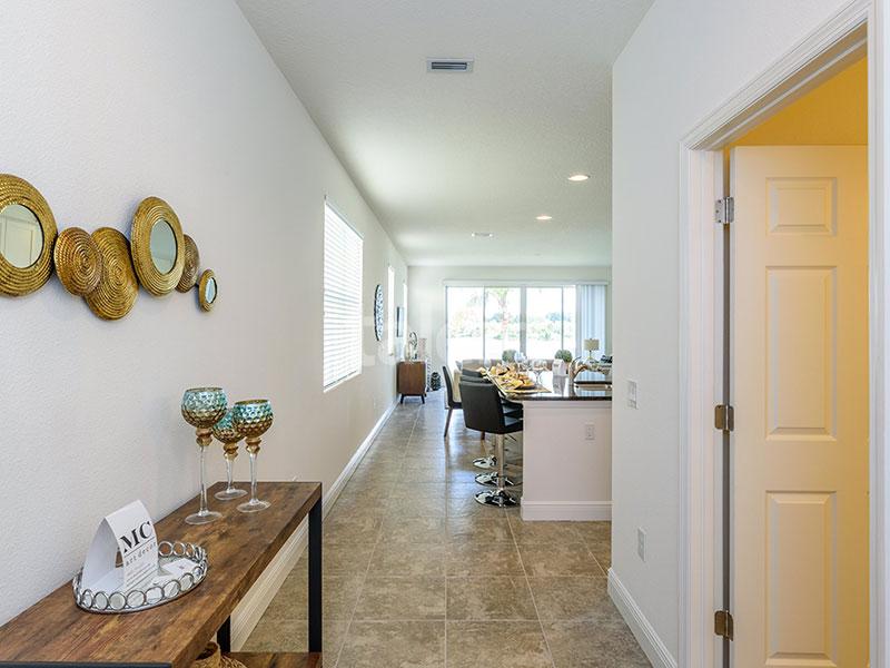 Bridgewater - Comprar casa em Orlando em frente ao lago Hall de entrada