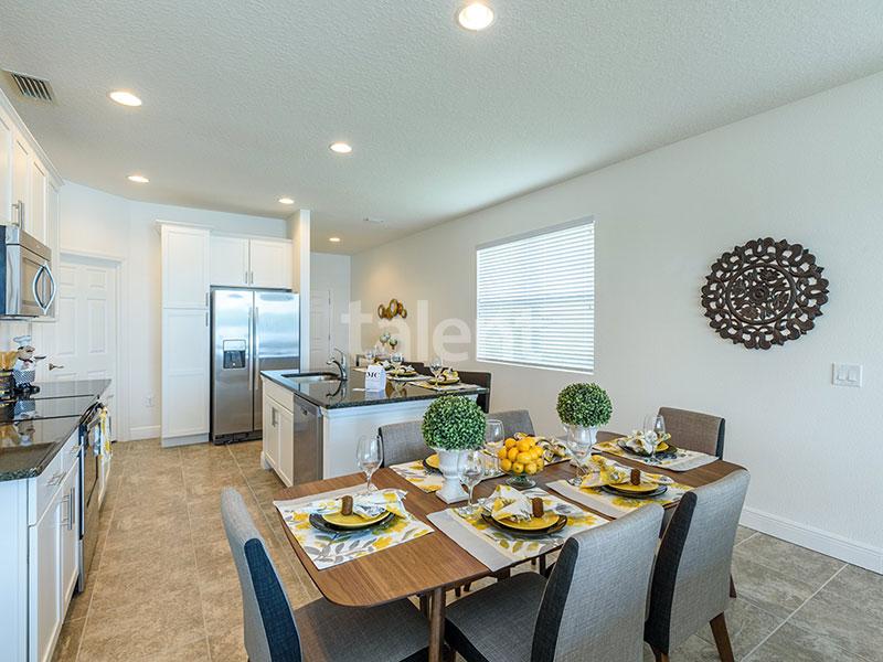 Bridgewater - Comprar casa em Orlando em frente ao lago Mesa de jantar