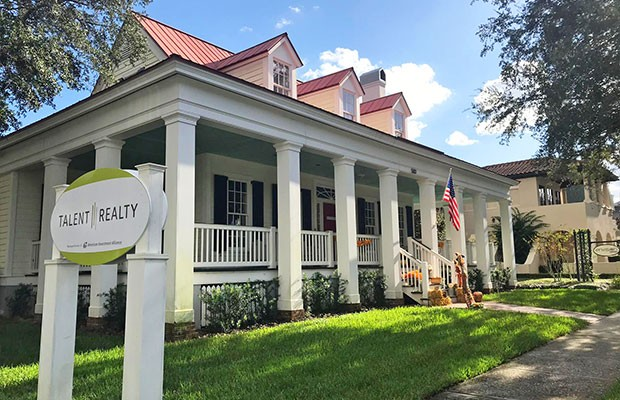 Você sabia que a casa número 1 de Celebration é onde funciona hoje a TALENT Realty?