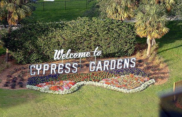 Qual foi o primeiro parque temático de Orlando?